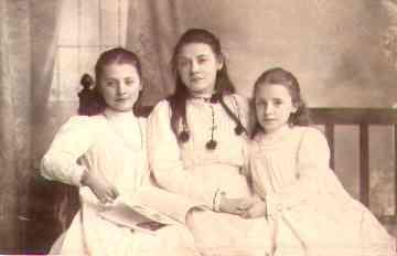 Hilda,Ethel&ElsieWeller.jpg (6802 bytes)