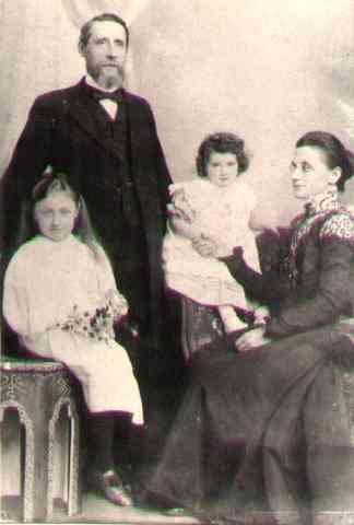 JohnBusby,Mary,Olive,Freda.jpg (11885 bytes)