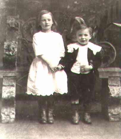 Joyce&RalphWeller@1913.jpg (13544 bytes)