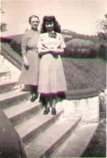 Stephanie&mother.jpg (6378 bytes)