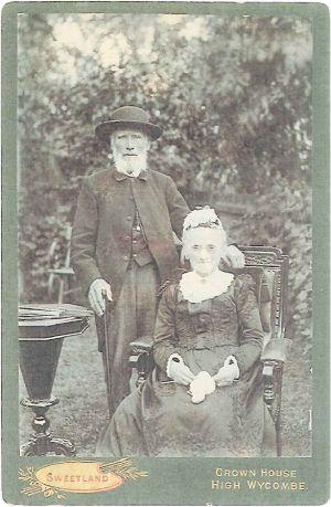 Stephen&Sarah@1904.jpg (14269 bytes)
